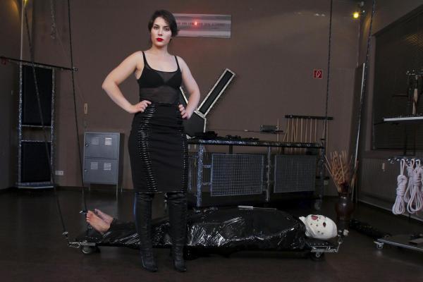 Lady Lilith - Domina im Domina Studio Avalon