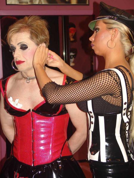 Lady Kate erzieht eine Transvestitenschlampe